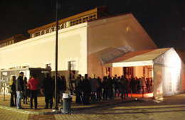 希腊雅典开展前夜购票现场