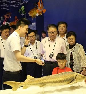 2013年7月12日 原中央政治局常委 李长春 到我馆考察